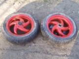 Skootteriin 2 rengasta vanteineen