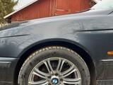 BMW E39 vasen etulokasuoja