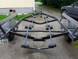Tracker 1360 kg