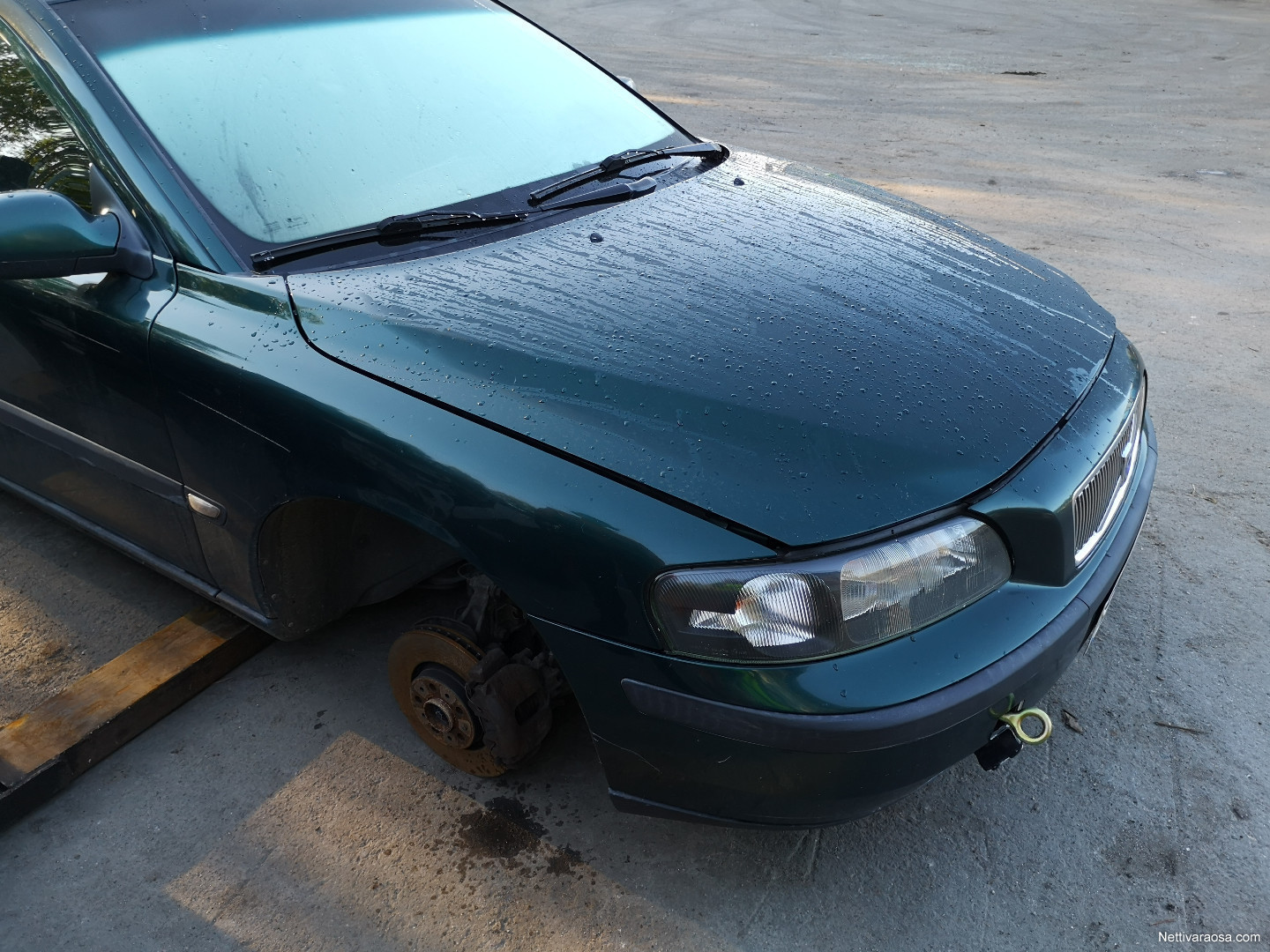 Volvo V70 D5 2002 - Spare- and crash cars | Nettikone