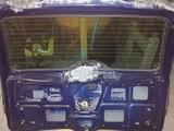 Renault Laguna I sininen takaluukku